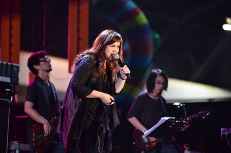 nontaburi: NONTABURI, THAILAND  - OCTOBER 4   Beau Sunita singer singing in Grammy Wonderland concert on 4 October 2012 at IMPACT Challenger, Nontaburi, Thailand