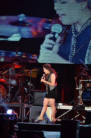 nontaburi: NONTABURI, THAILAND  - OCTOBER 4   Wiyada Komalakul singer singing in Grammy Wonderland concert on 4 October 2012 at IMPACT Challenger, Nontaburi, Thailand