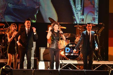 nontaburi: NONTABURI, THAILAND  - OCTOBER 4   Nantida Kaewbuasai singer singing in Grammy Wonderland concert on 4 October 2012 at IMPACT Challenger, Nontaburi, Thailand Editorial