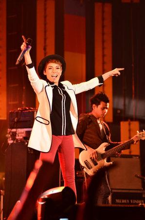 nontaburi: NONTABURI, THAILAND  - OCTOBER 4 : Da Endorphine singer singing in Grammy Wonderland concert on 4 October 2012 at IMPACT Challenger, Nontaburi, Thailand