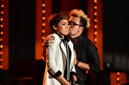 NONTABURI, THAILAND  - OCTOBER 4 : Na Nake kissing Da Endorphine singer in Grammy Wonderland concert on 4 October 2012 at IMPACT Challenger, Nontaburi, Thailand Stock Photo - 15699039