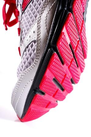 zapato: Paso con zapatos deportivos aislados en el fondo blanco, concepto Apparel Foto de archivo