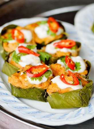 nice food: Рыба на пару с карри пасту на блюдо, тайской кухни Фото со стока