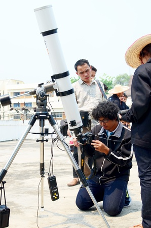 nautral: CHIANG MAI, THAILAND - MARCH 30 : Unidentified man learn to take astronomy photo with telescope on March 30, 2013 in ChiangMai, Thailand Editorial