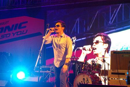 playboy: BANGKOK, THAILAND - 28 juli: Po Yokee Playboy band spelen mini concert op 28 juli 2012 op Siam Paragon in Bangkok, Thailand