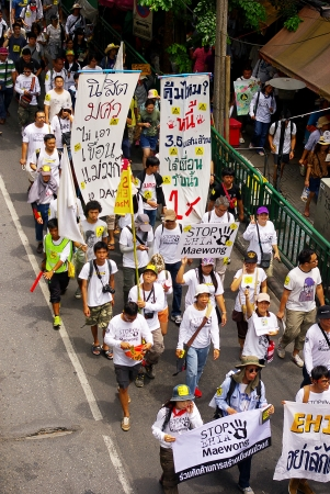 environmentalists: BANGKOK, THAILAND - SEPTEMBER 22   People walking for against the construction of a dam in Mae Wong National Park on 22 September 2013 at Saphan Khwai, Bangkok, Thailand