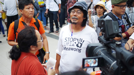 environmentalists: BANGKOK, THAILAND - SEPTEMBER 22   Mr  Sasin Chalermlap answer questions for against the construction of a dam in Mae Wong National Park on 22 September 2013 at Bangkok Art and Culture Centre, Thailand