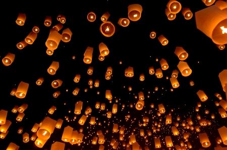 Floating lantern, Yi Peng Balloon Festival in Chiangmai Thailand  Standard-Bild
