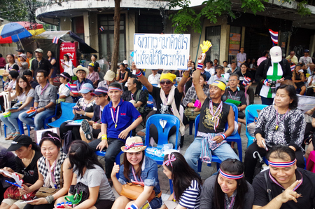 af: BANGKOK - 9 Kasım 2013: Bangkok, Tayland 9 Kasım 2013 tarihinde Demokrasi Anıtı Anti-devlet protestocular. Tayland Bangkok Af fatura, sermaye Karşı protesto Editöryel
