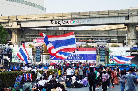 recolectar: BANGKOK-22 de enero los manifestantes no identificados se re�nen Patumwan intersecci�n de gobierno anti y piden que la reforma antes de las elecciones con