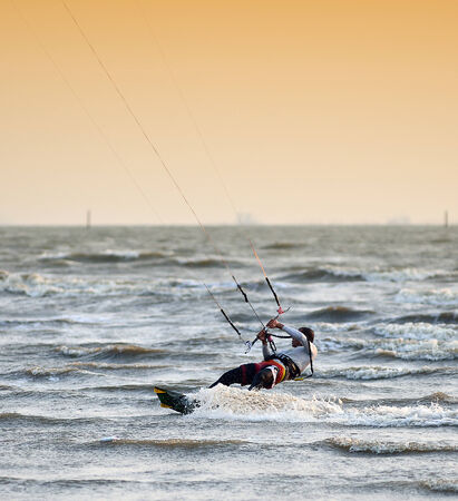 CHONBURI, THAILAND - FEBRUARY 7 : Sportman play kite surf on Fabruary 7, 2014 in Bangsean, Chonburi, Thailand