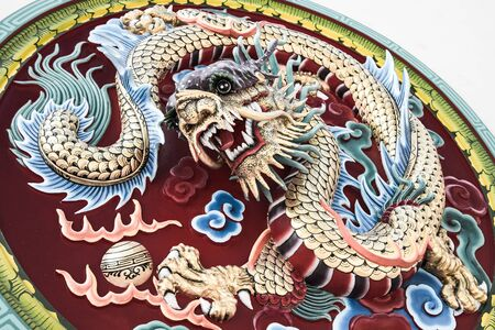 dogma: Dragon stucco reliefs in Chinese style