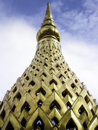 gloden: Gloden pagoda with sky background