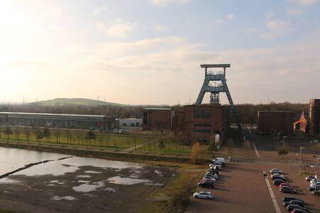 Ansicht einer stillgelegten Zeche in Herten im Ruhrgebiet Standard-Bild - 93680362