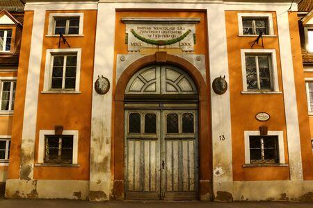 Eingangsbereich des alten Reitstalls in Donaueschingen Standard-Bild - 94739752