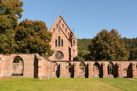 View of the old cloister and the Marienkapelle in the monastery Hirsau in the Black Forest Imagens