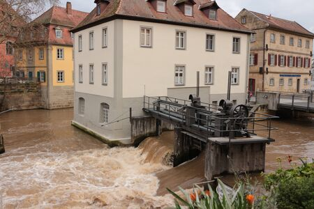 Historical building and barrage of the Regnitz in the old town of Bamberg in Bavaria Banque d'images