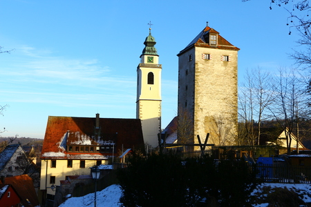 View of the Schurkenturm and the collegiate church in the old town of Horb am Neckar in the Black Forest Standard-Bild