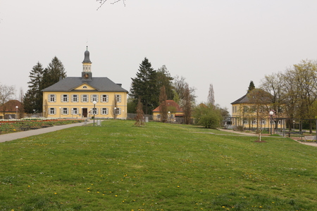 View of the former management and administration building of the Saline Factory in the spa gardens of Bad Rappenau Imagens