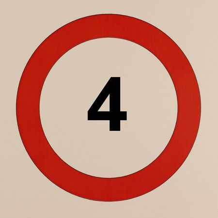 Graphical representation of the road traffic sign Maximum speed 4 km  h 版權商用圖片