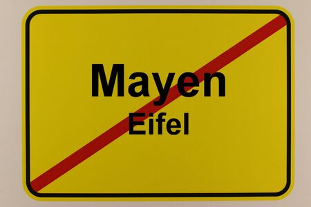 Illustration of the city exit sign of the city of Mayen in the Eifel Standard-Bild