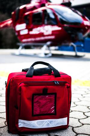 emergencia: bolsas de emergencia para helicóptero de rescate