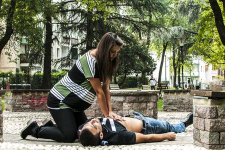 La rianimazione cardiopolmonare con RCP e la defibrillazione