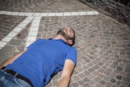 Unconscious guy after heart attack in the outdoor Zdjęcie Seryjne