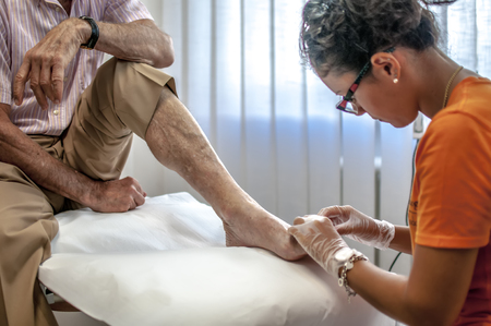高齢者の患者足を治す足病医師 写真素材