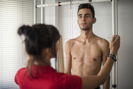 orthopedic physiotherapist check body growth of young athlete