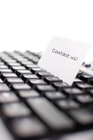 communication �crite: Carte de visite sur le dessus d'un clavier d'ordinateur (profondeur de champ)