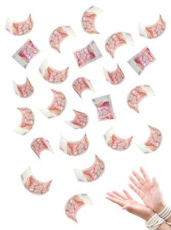 sterlina: Le mani di denaro legate