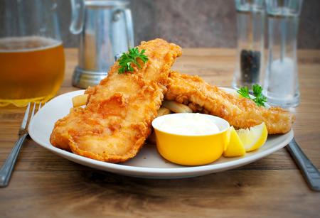 pescado frito: Pescado y patatas fritas Rústico