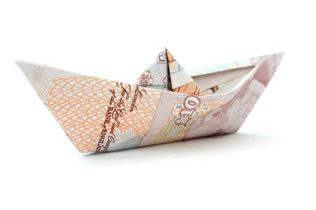 Billetes de banco británicos barco de papel Foto de archivo - 26148224