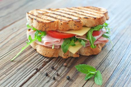 햄과 치즈 구이 델리 샌드위치 스톡 콘텐츠