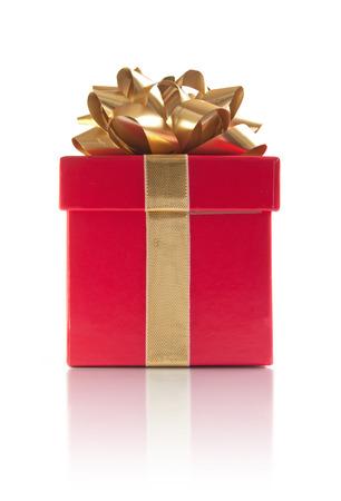 Rode gift box op een witte achtergrond Stockfoto