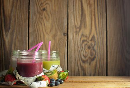 batidos de frutas: Batidos de desintoxicación con el espacio Foto de archivo