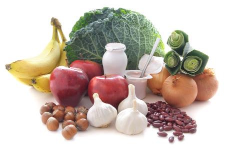 Probioticum of prebiotische rijk voedsel zoals peulvruchten noten fruit en melkproducten goed voor immuniteit en de darm