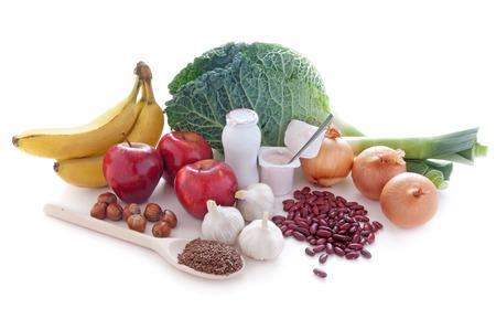 면역과 장에 좋은 펄스 견과류, 과일, 우유 제품을 포함하여 바이오 틱 또는 프리 바이오 틱이 풍부한 식품