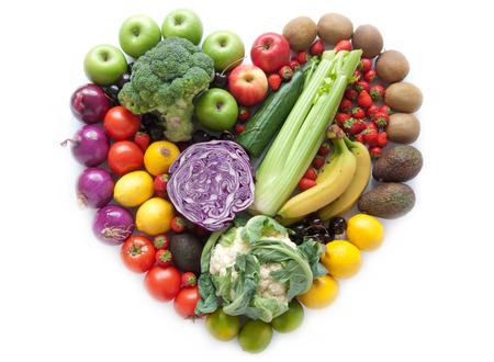 alimentos saludables: Frutas y verduras en forma de corazón Foto de archivo