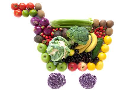 canastas con frutas: Carrito de la compra de comestibles Foto de archivo