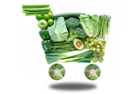 verduras verdes: carrito de la compra concepto verde sana