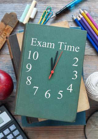 Zeit für Prüfungen Uhr Bucheinband