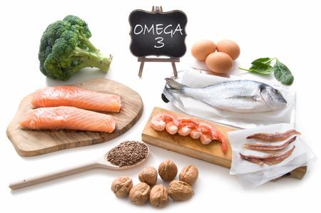 Colección de alimentos ricos en ácidos grasos omega 3, incluyendo mariscos, verduras y semillas Foto de archivo