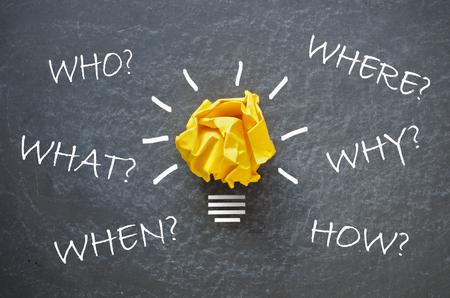 Wie, wat, wanneer, waar, hoe en waarom vragen u rond een gloeilamp