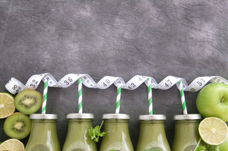 Fresh green smoothies with straws and fresh ingredients Standard-Bild - 117502855