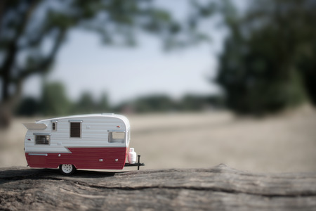 Caravan trailer with countryside background view Standard-Bild - 117502864