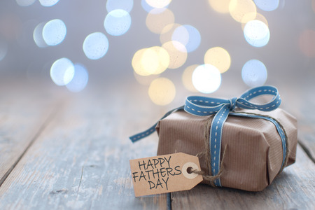 Fathers day gift with label on a wooden background Standard-Bild - 124679912