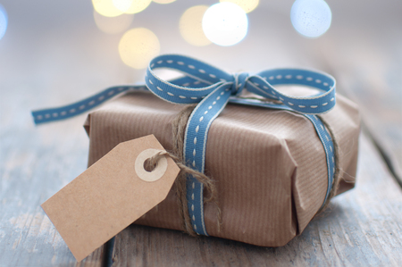 Gift box wrapped with ribbon with blank card Standard-Bild - 124679915