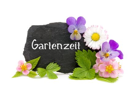 Slate with garden flowers and lettering (Germand for time in the garden) Stok Fotoğraf